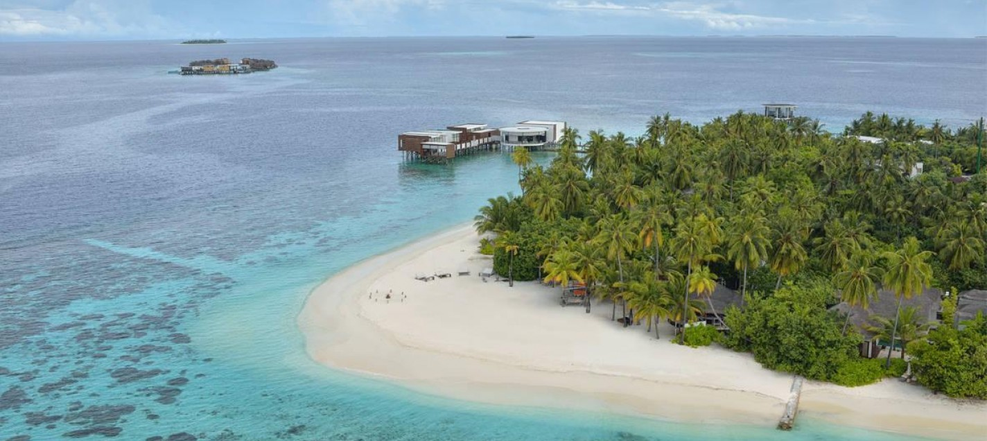 J001-umeirah_Dhevanafushi_-_Aerial_View_of_the_resort